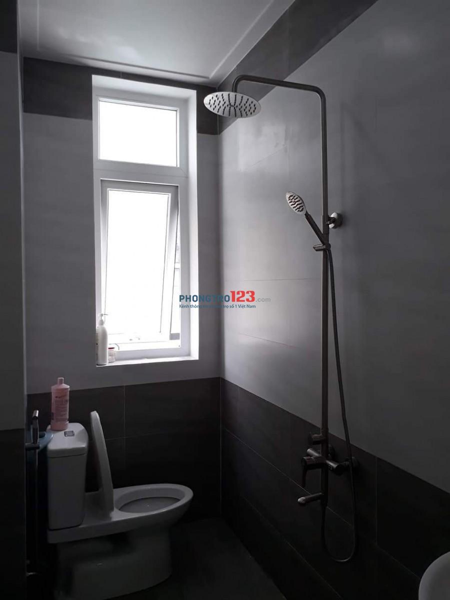 Cho thuê phòng trong nhà, lầu 1, 25m2, có ban công