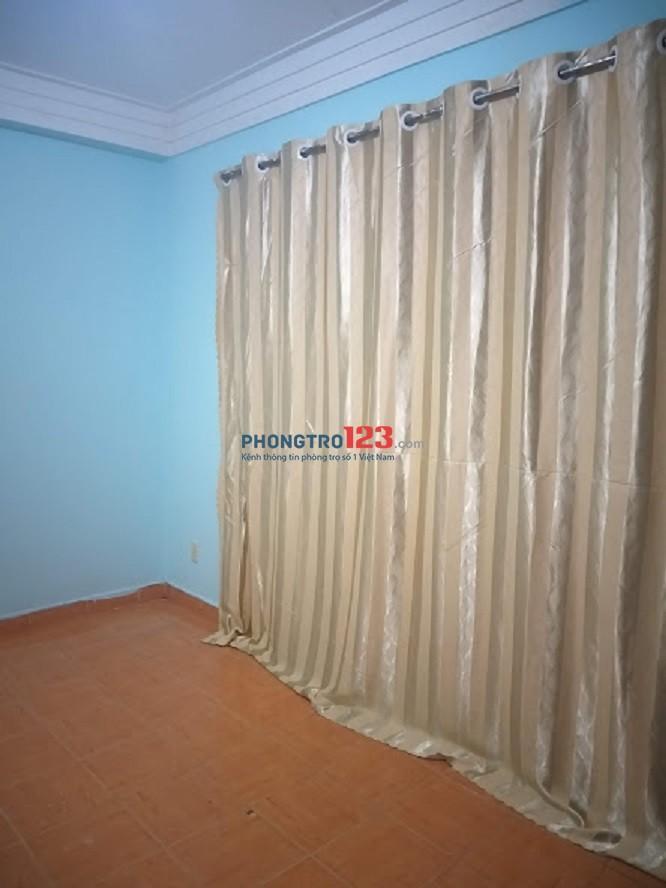 Còn 1 phòng trọ cho thuê đường Nguyễn Tất Thành quận 4 - Phòng cửa sổ rộng. Diện tích phòng: 16m2 giá 2 triệu /Th