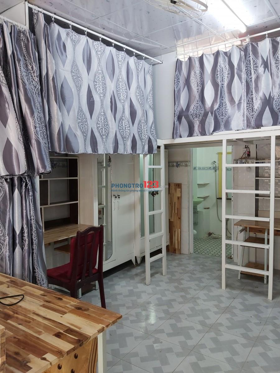 Phòng đẹp giá rẻ trung tâm Q.3. Phòng rộng rãi, sạch sẽ, thoáng mát, ban công đẹp