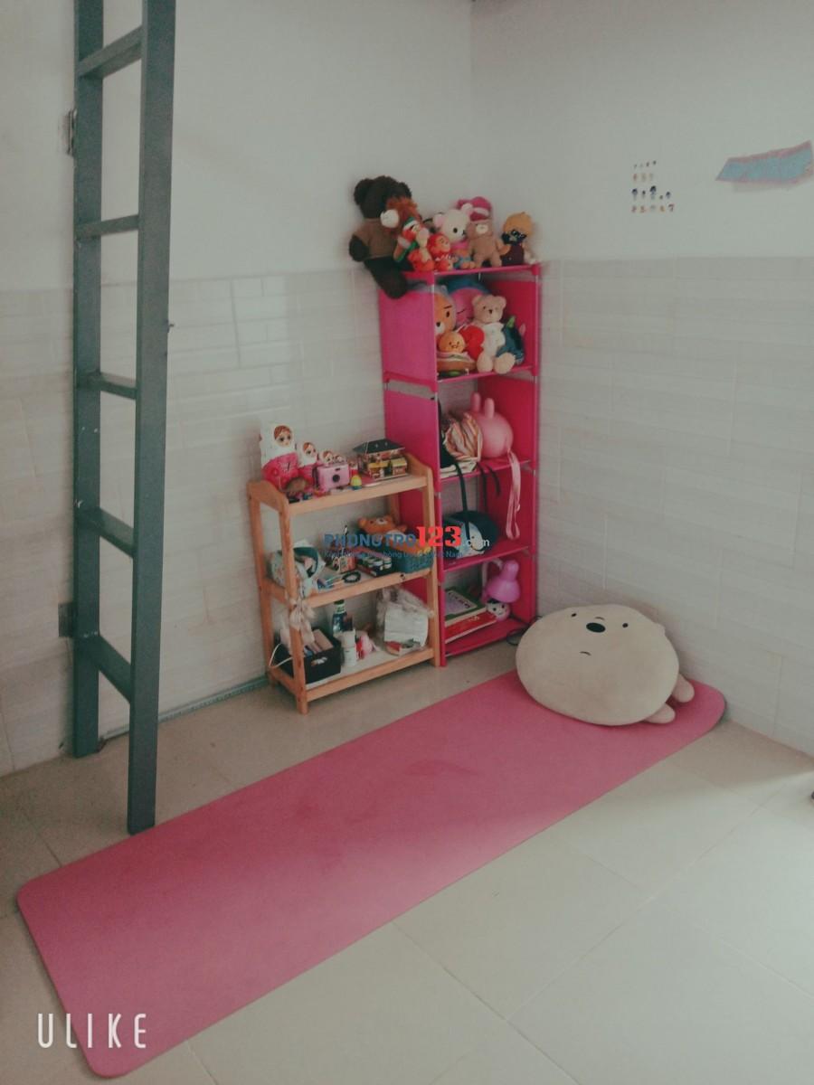 Ở ghép 1 triệu 2/ tháng. Phòng đẹp, sạch sẽ, an ninh, nằm trong khu phố sầm uất, tiện lợi.