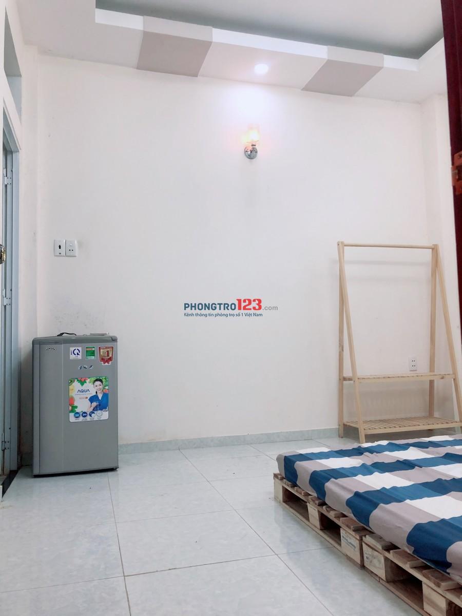 Phòng full nội thất trong nhà mới xây tại quận Phú Nhuận