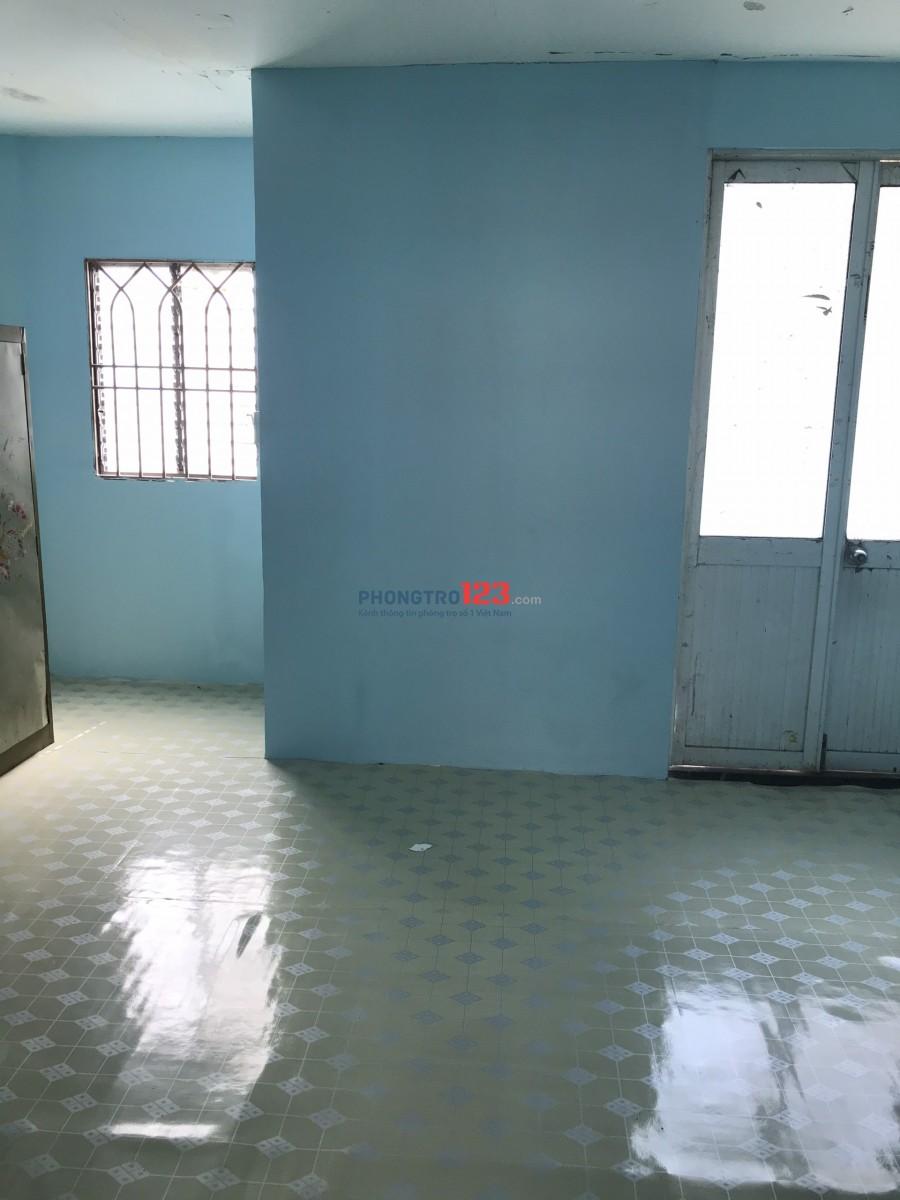 Phòng trọ căn gác 30m2 hẻm 82 Nguyễn Xí Bình Thạnh