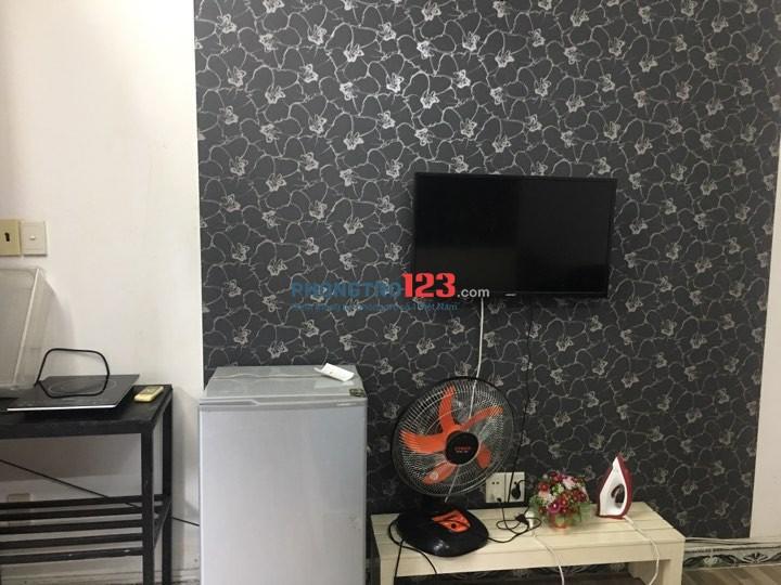 Căn hộ dịch vụ mini full nội thất, kế Đh Hutech, Ngoại thương Hàng Xanh giá 5TR