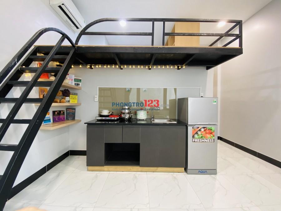 Căn hộ gác lửng full nội thất, có ban công và cửa sổ tại Phan Xích Long Phú Nhuận