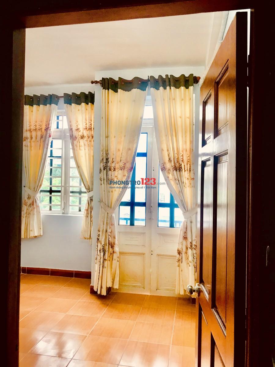 Nhà cho thuê hẻm xe hơi thông Trần Văn Mười, Hóc Môn, 5 triệu, 0909261889 - 0764393183, sân để xe máy, kho, 4pn,3wc