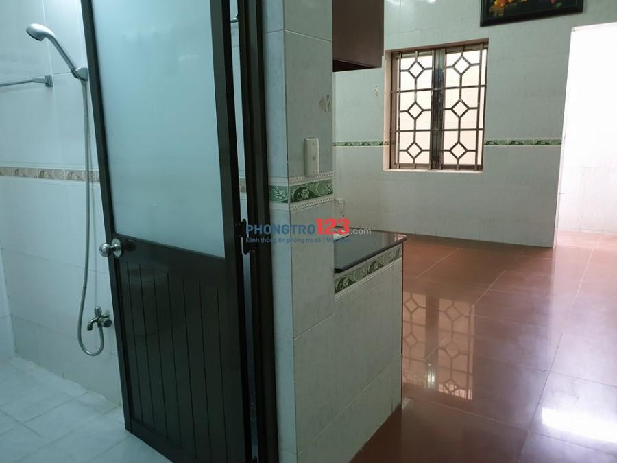 Phòng Đặng Thùy Trâm ngay cổng ĐH Văn Lang, tầng trệt, có bếp, có sân sau