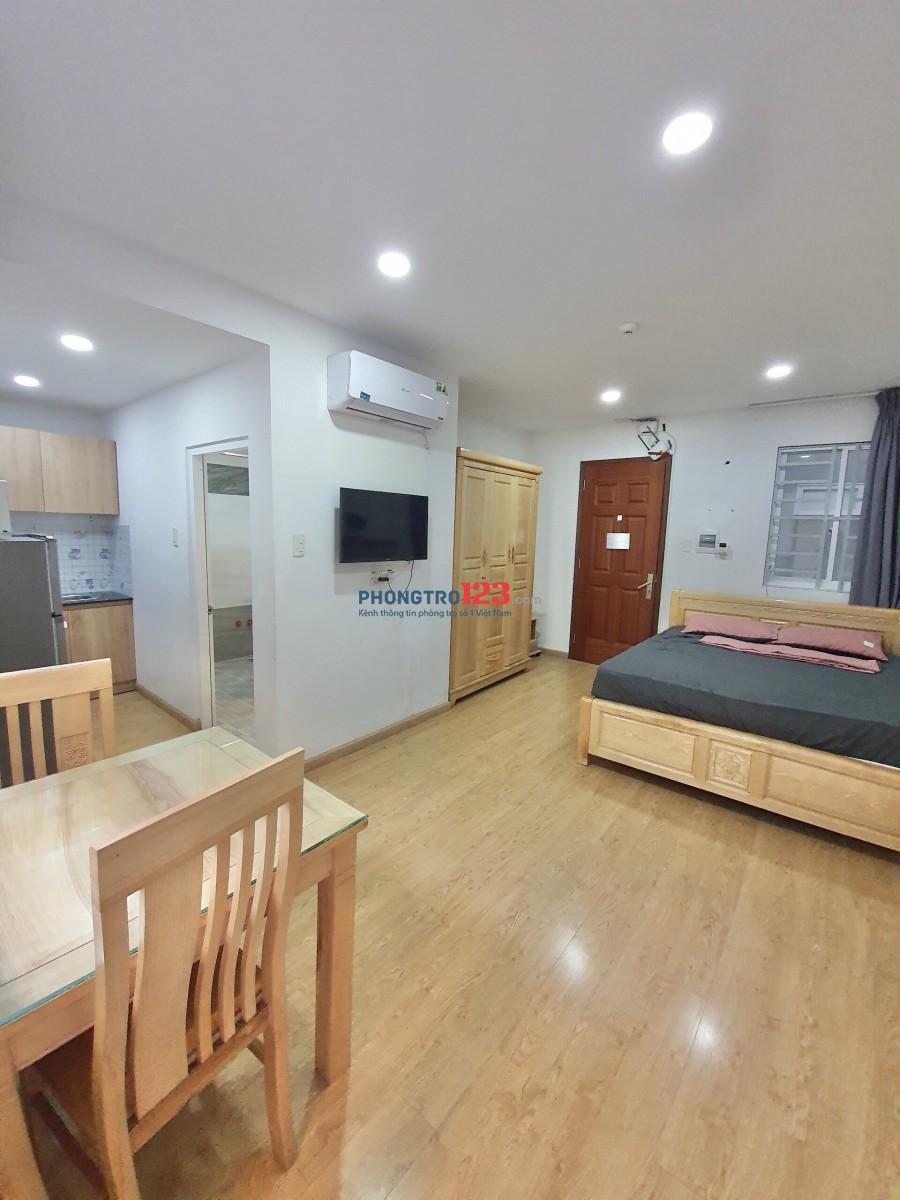 Cho thuê căn hộ dịch vụ đường Nguyễn Trãi Quận 1 - có ban công - 38m2