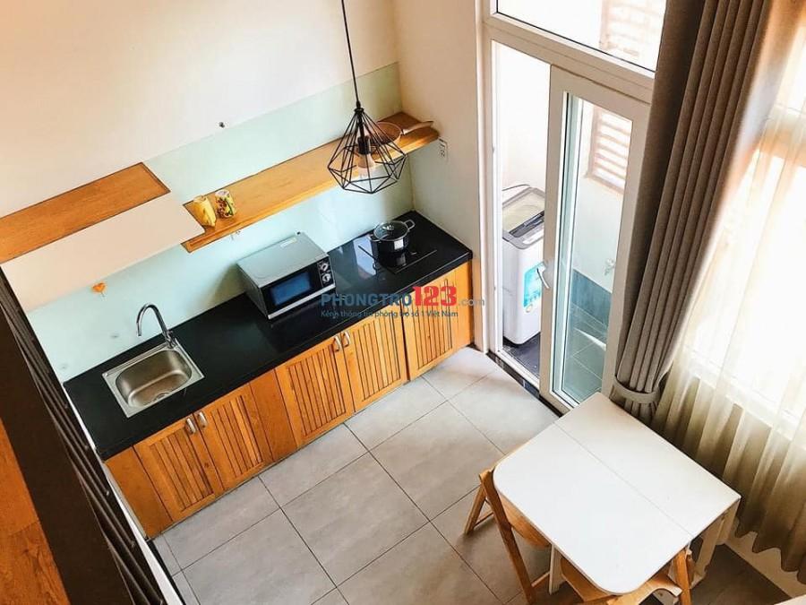Cho thuê căn hộ gác lửng có ban công, máy giặt riêng giá 7tr/th gần chợ Lý Phục Man, Quận 7