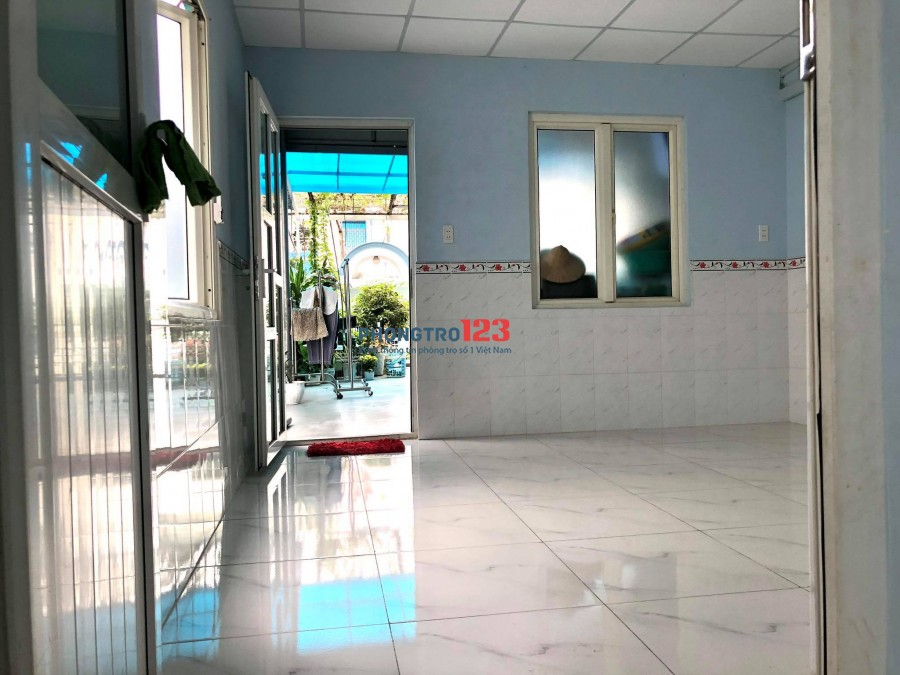 Cho thuê phòng dài hạn (Chính chủ) 4m x 4,5m trên lầu 2 - Lê Văn Sỹ, Q3