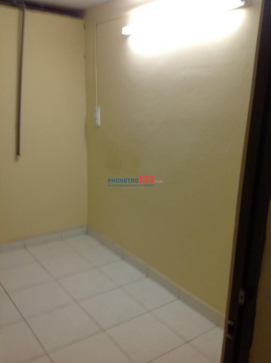 Phòng cho thuê ở hẻm 300 đường XVNT, F21, QBT ( gần Hàng Xanh) Cách đường Điện Biên Phủ khoảng 150 mét, phía quận Nhất.