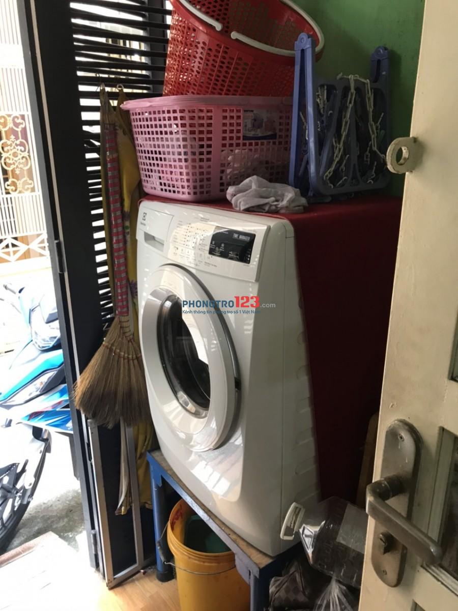 Cho Nữ thuê 1 phòng Balcon 30m2 có máy lạnh tại 249/14 Nguyễn Tiểu La P8 Q10 giá 4,5tr/th