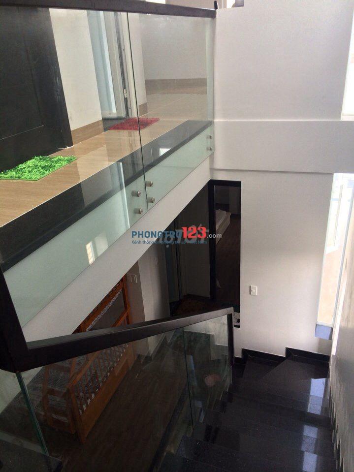 Chính chủ cho thuê nhà 3 tầng, 6x17m thiết kế không gian 2 mặt tiền thoáng đẹp, gần Vạn Phúc City
