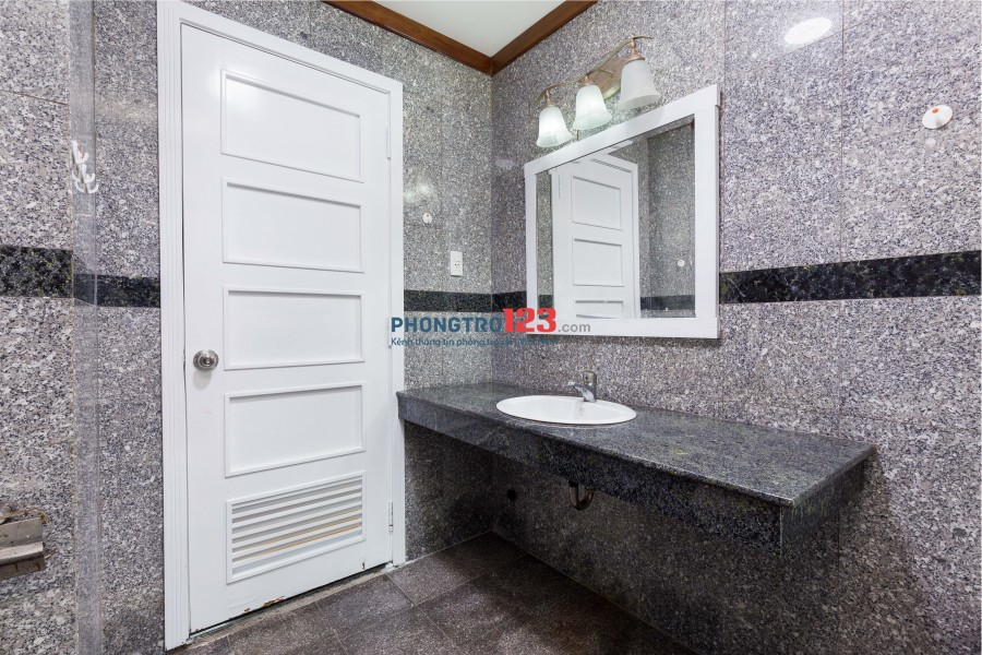 Phòng MASTER cực rộng rãi thoáng mát, có WC riêng ở CC HA Thanh Bình, HAGL3, Phú Hoàng Anh, Giai Việt, Hưng Lộc Phát