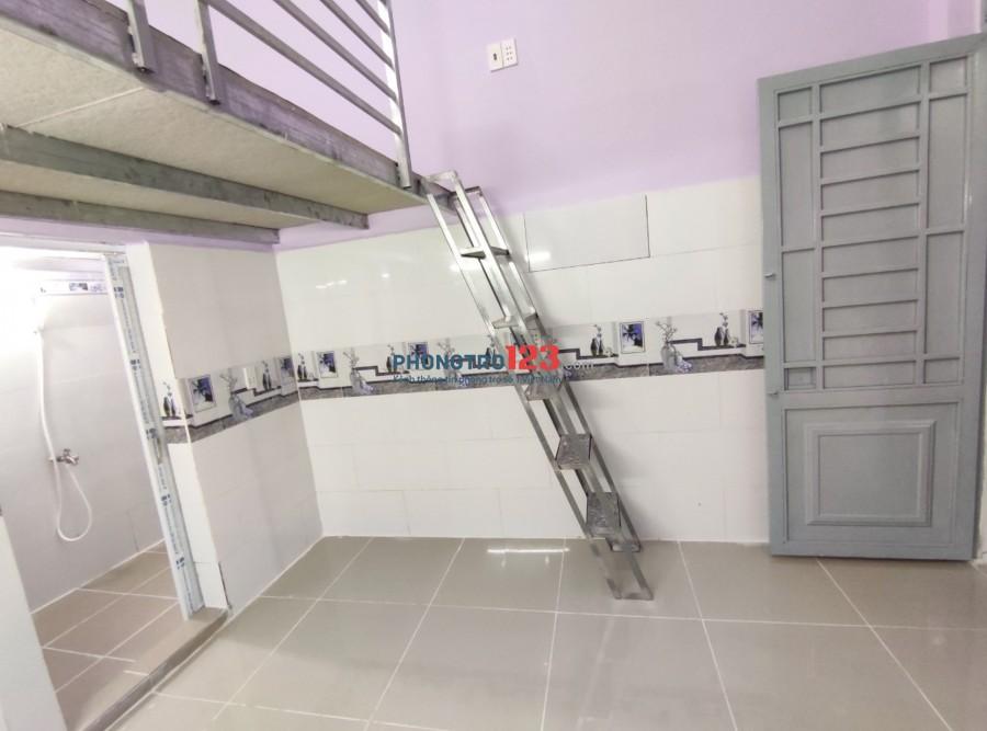Phòng trọ mới 100%, ban công, thang máy, tiện nghi thoáng mát.