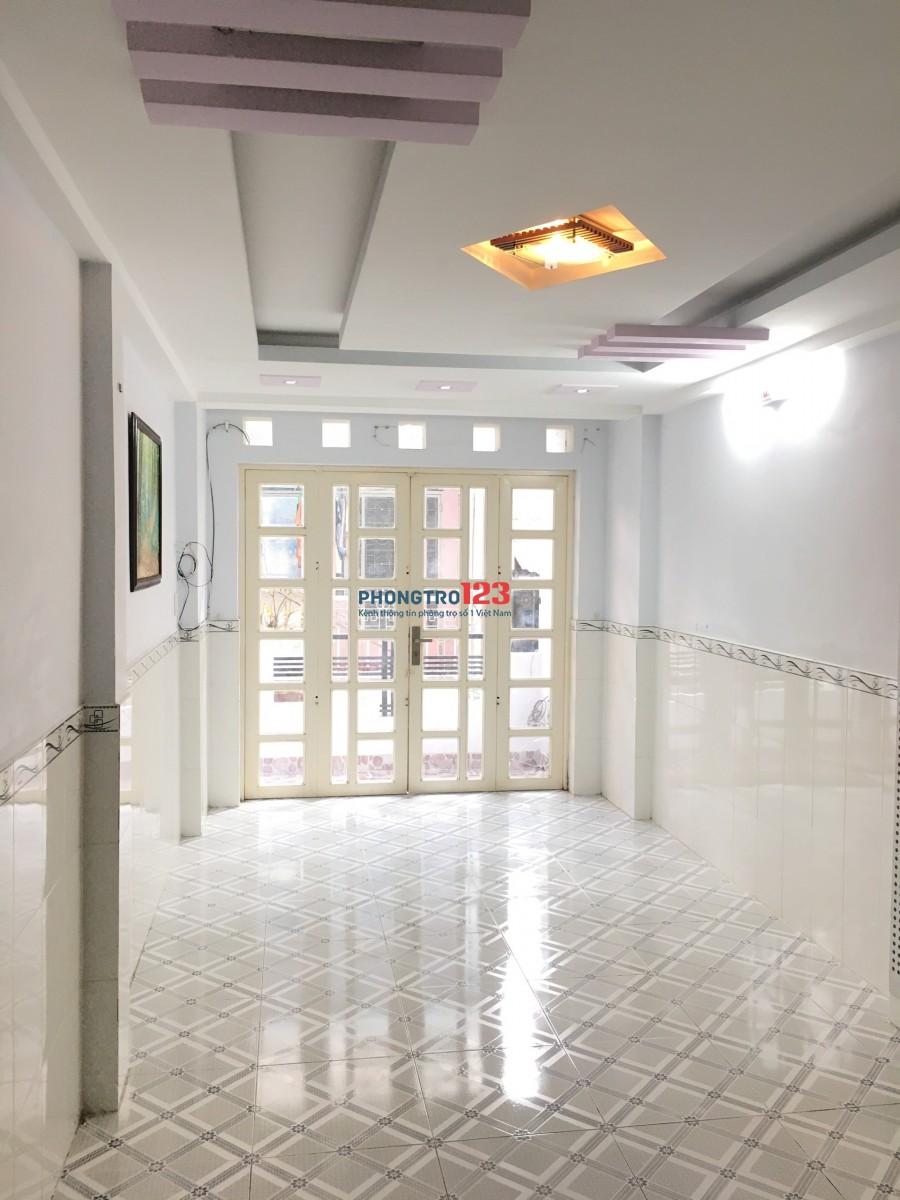 Cho thuê nhà đẹp hẻm Trần Bình Trọng, Phường 1, Quận 5