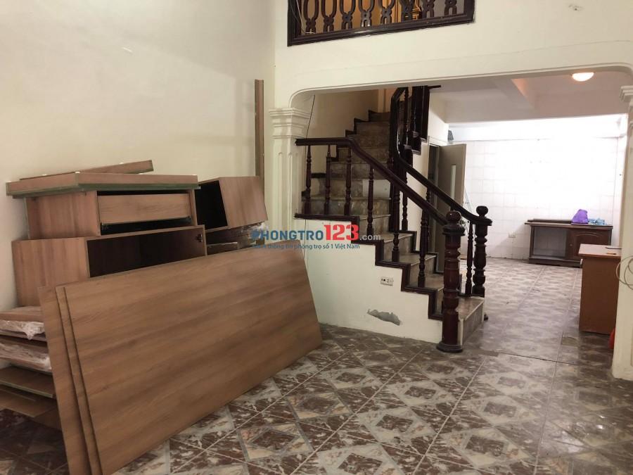 Nhà ngõ phố Hào Nam - 40m2 - 4t, ô tô đỗ cửa- chính chủ cô Mậu