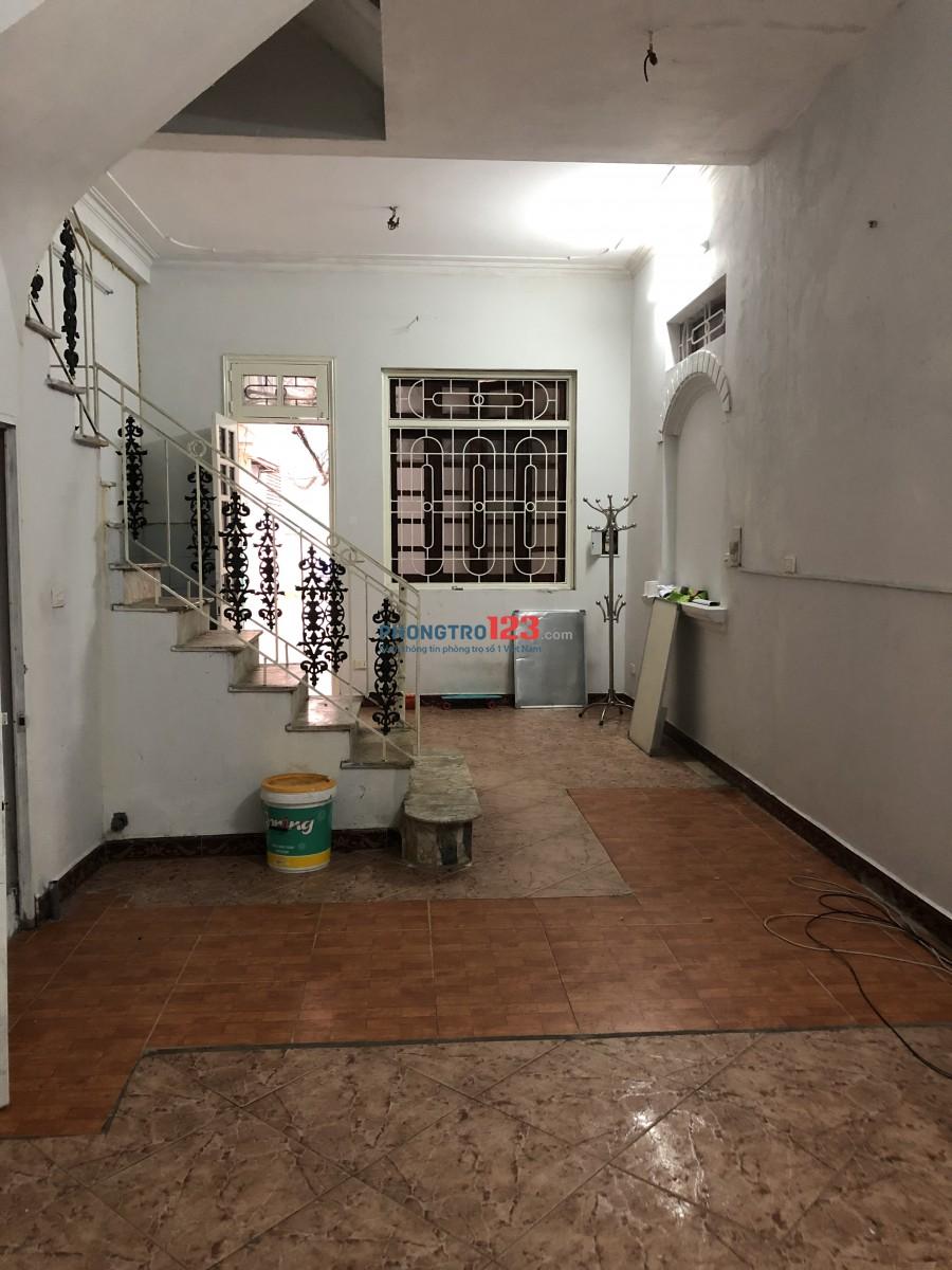 Cần cho thuê nhà nguyên căn 2 tầng đối diện Mipec Long Biên