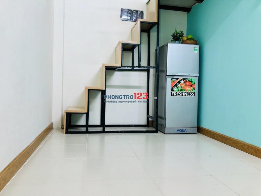 Phòng D2 nối dài, đi bộ ra Hutech, full nội thất, có gác