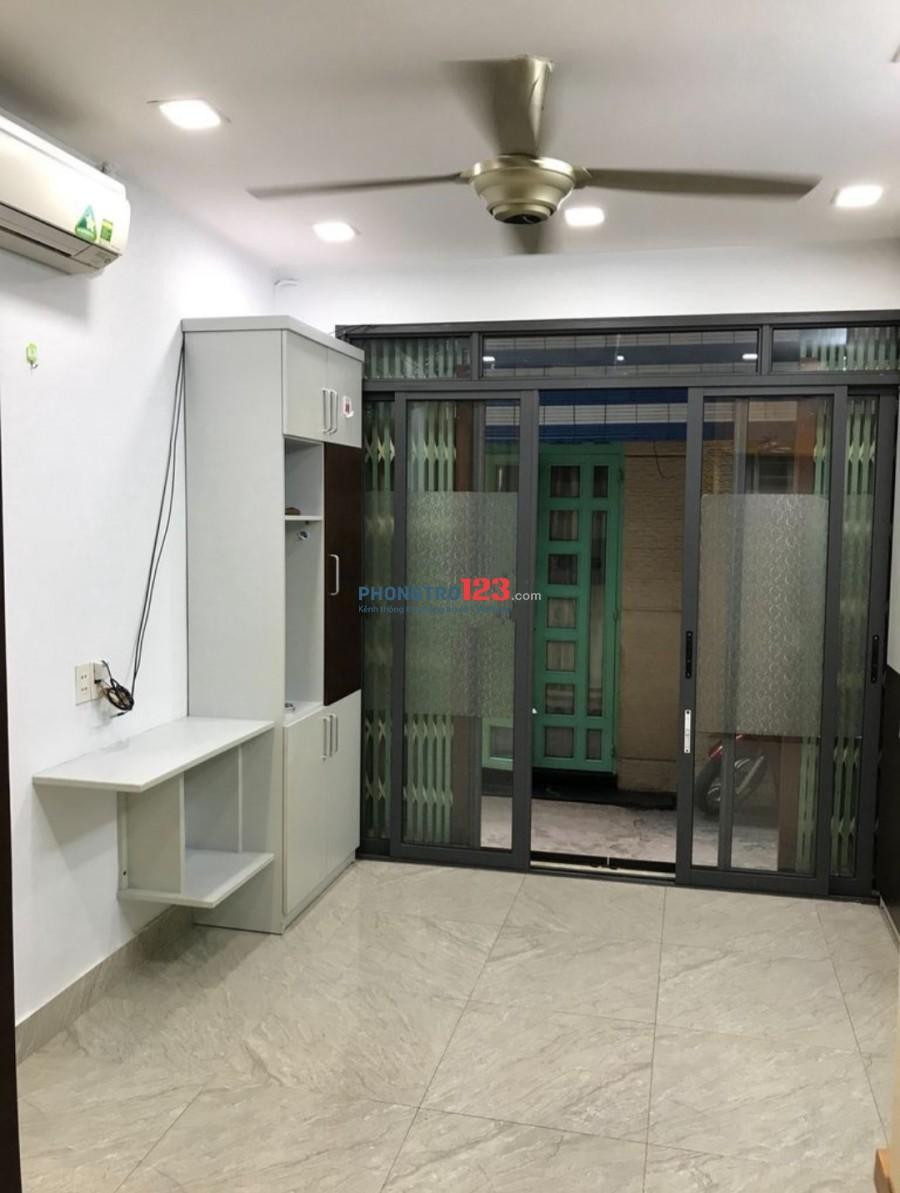 Cho thuê NNC Full nội thất cao cấp sát Q1