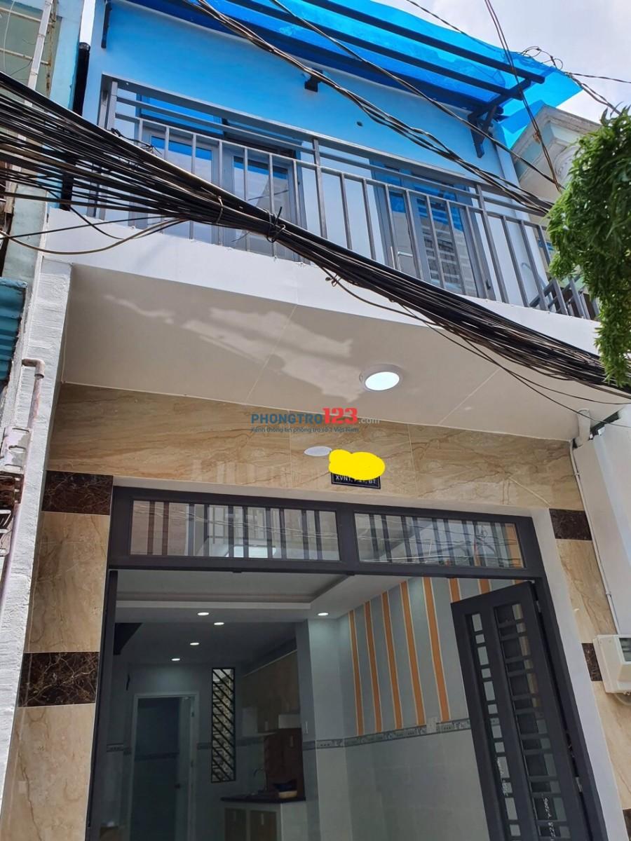 Cho thuê nhà nguyên căn mới, đẹp, ngay sát Q1, trệt 2 lầu, nội thất cơ bản