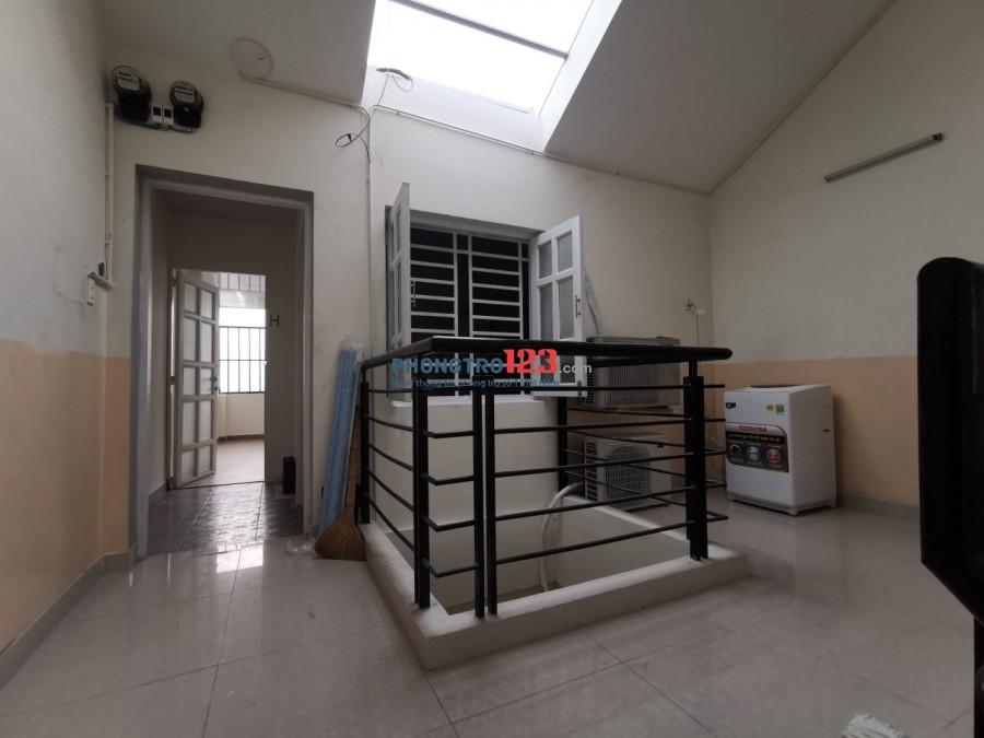 Cho thuê căn hộ dịch vụ nội thất cơ bản mặt tiền đường Liên Phường, Khu Công Nghệ Cao