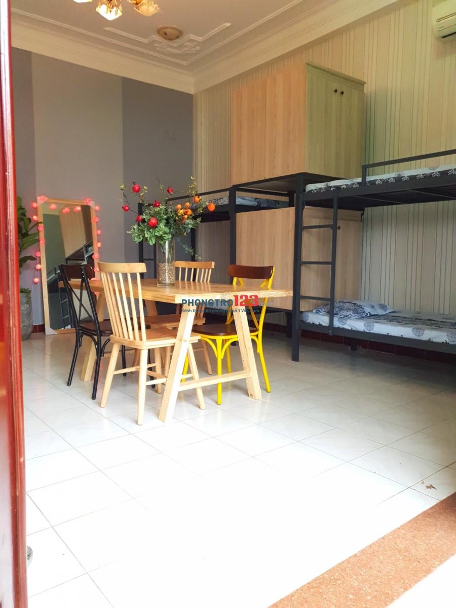 Còn giường KTX Cộng Hòa Tân Bình mới xây, rộng rãi