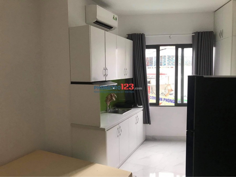 Phòng 35m2, đầy đủ nội thất, thang máy, bên hông chợ Trần Văn Quang, P10, Tân Bình