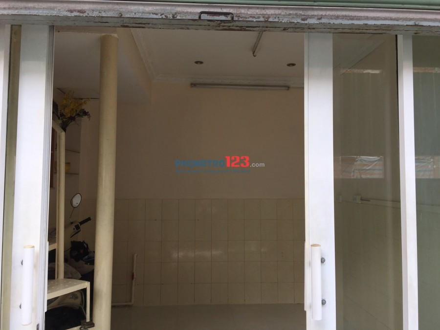Nhà nhỏ, 1 trệt 2 lầu cách chợ Phú Nhuận 150m