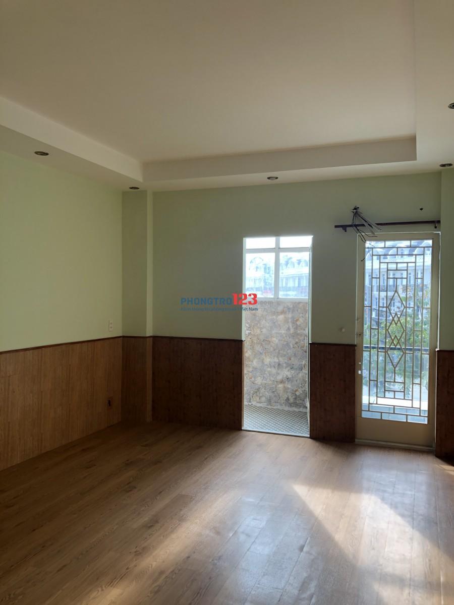 Diện tích từ 20m2-50m2 với không gian cực thoáng mát có *cửa sổ* và *ban công*, sạch sẽ và tiện nghi.