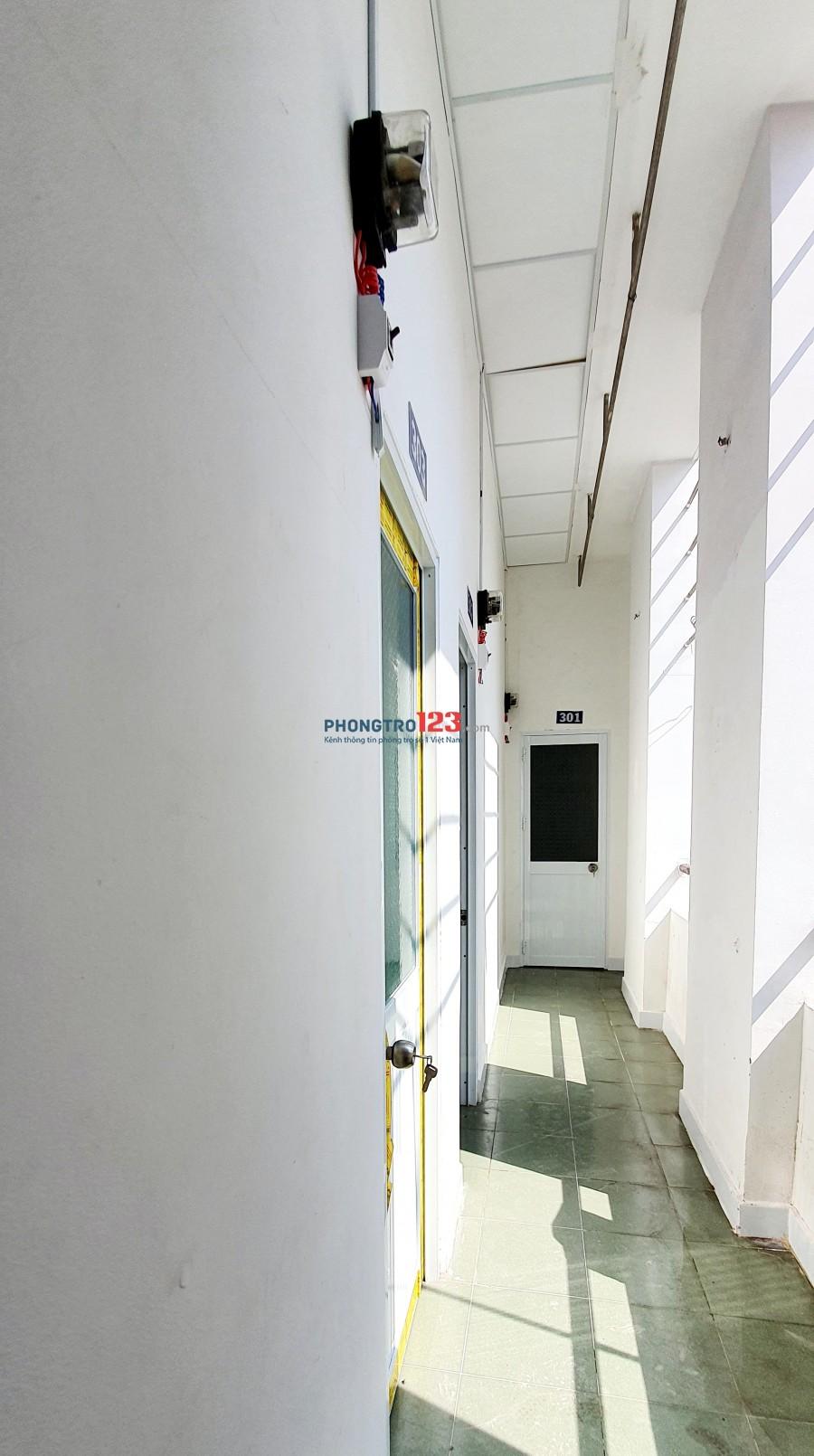 Nhà trọ giá rẻ 2.6 triệu, mặt tiền, ngay Chợ Bùi Văn Ba, qua KCX Tân Thuận 5 phút