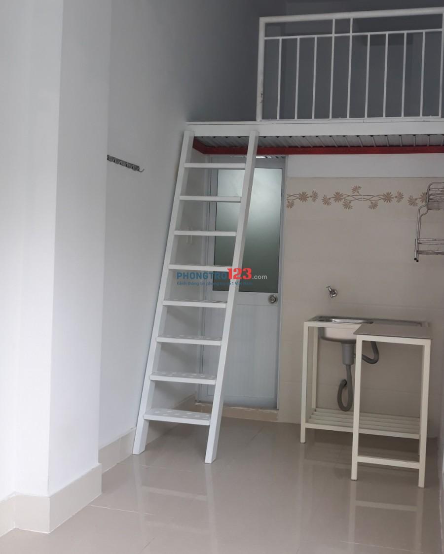 Phòng tầng trệt, ở ngay cây xăng CNC q9 ko chung chủ, lối đi riêng, giờ tự do khóa thẻ từ, có nước nóng