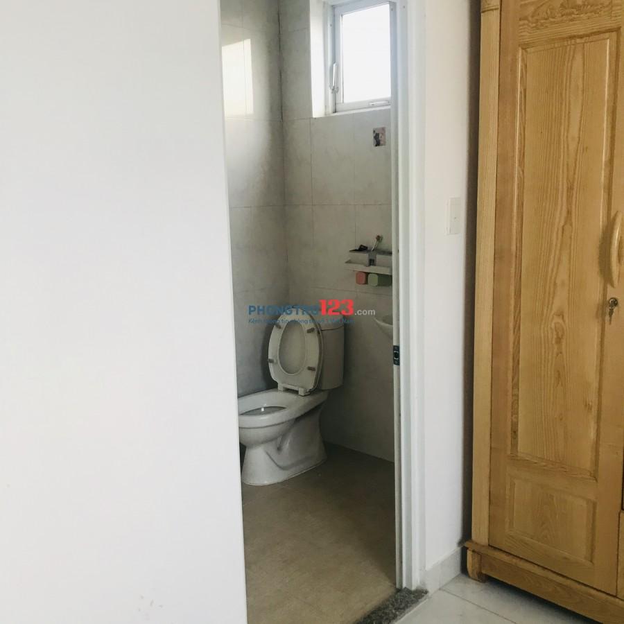 Ở ghép căn hộ chung cư Sen Hồng, Phòng ngủ riêng biệt