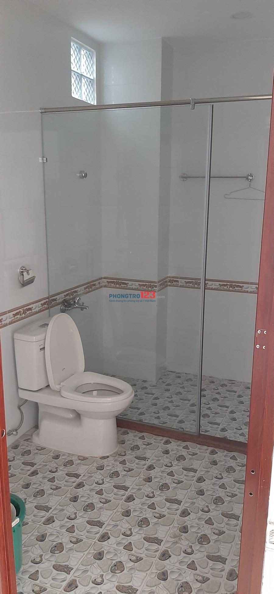 Nhà 4 lầu dư 1 phòng cần tìm nữ ở ghép. Phòng rộng vệ sinh khép kín. Thoáng mát , an toàn,