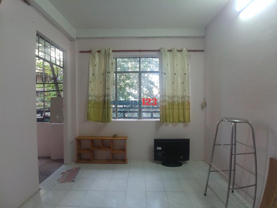 Phòng 15m2, sạch sẽ, có ban công để nấu hoặc phơi đồ gần Đầm Sen, Trường Đại Học Bách Khoa, Y Dược