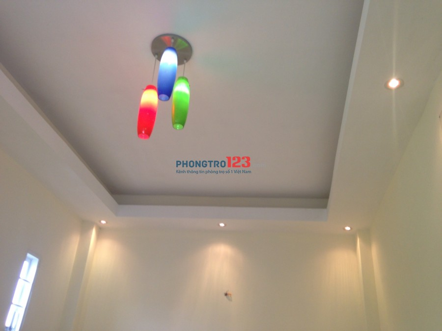 Nhà 2 lầu gần Phú Mỹ Hưng cho thuê 9 triệu/ tháng, diện tích sử dụng 115 m2