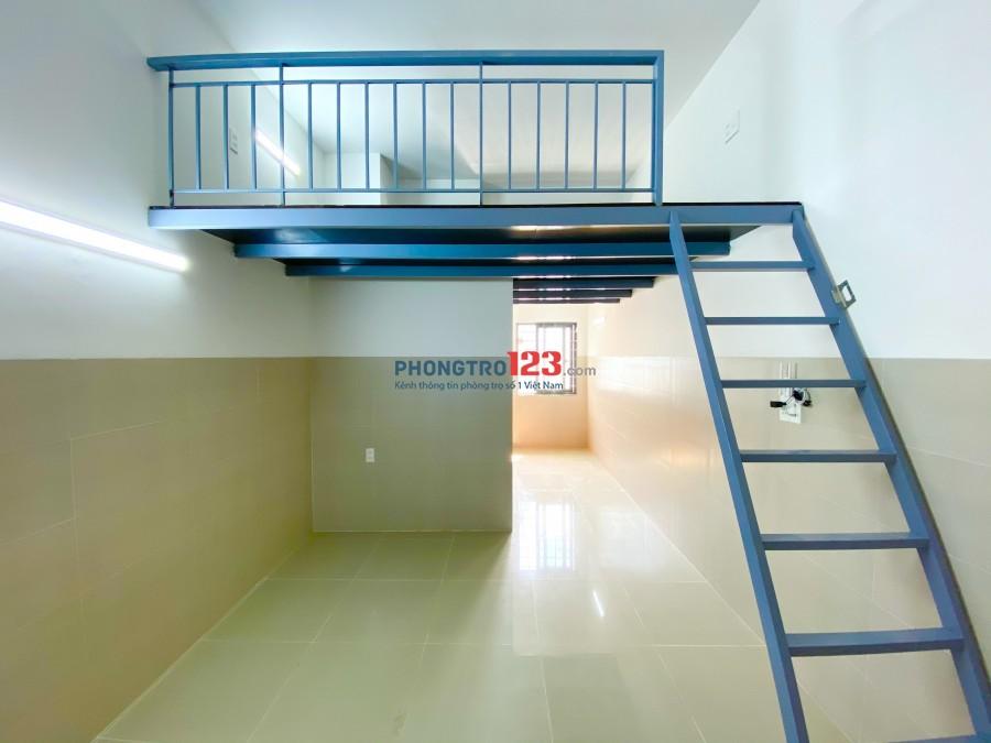 Phòng trọ mới 100%, ban công chung , thang máy, tiện nghi thoáng mát.