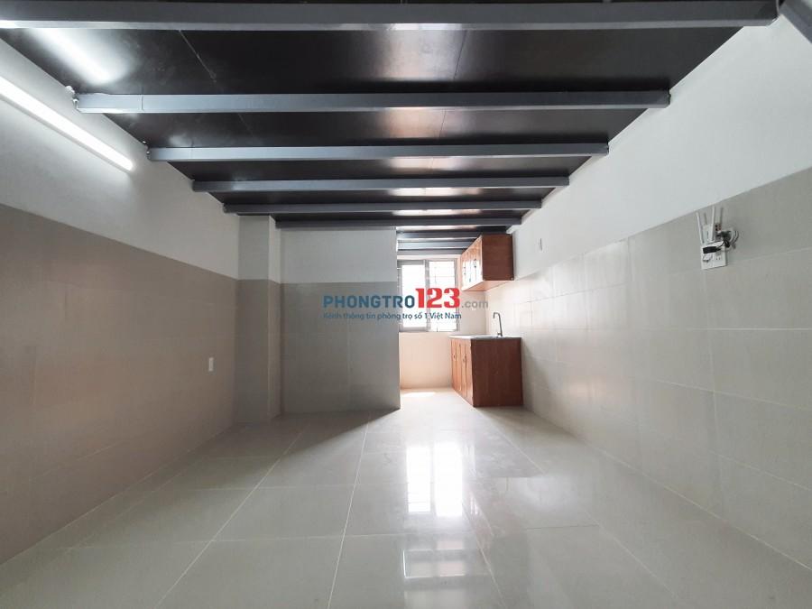 Phòng trọ mới xây có sẵn máy lạnh, cửa sổ, wifi riêng, giờ tự do