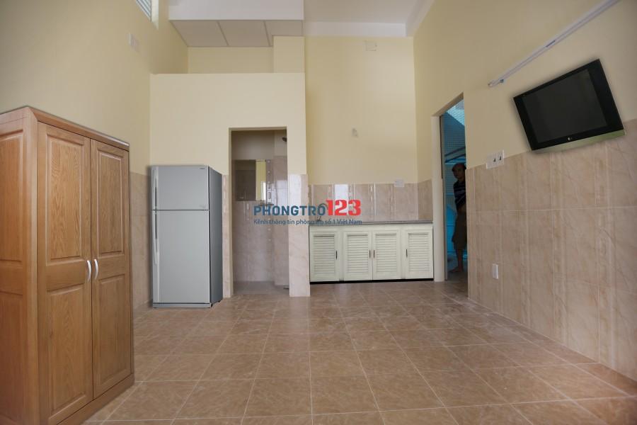 Phòng 15m2 có cửa sổ, WC riêng đủ tiện nghi, 2,4tr