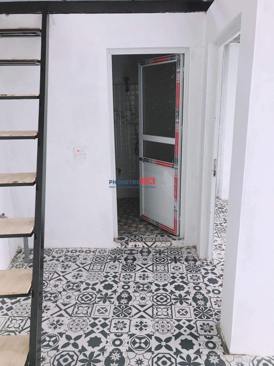 Cho thuê căn hộ gần chân cầu Nhật Tân (phía Đông Anh), rộng 40m2 giá 2tr/tháng, 2 phòng ngủ, 1 phòng khách.
