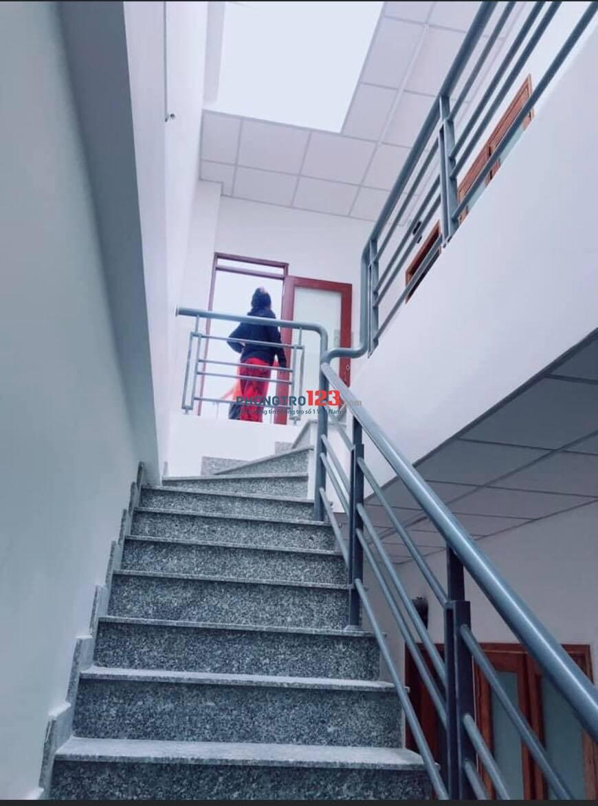 Phòng mới xây, mới 100%, mặt tiền cầu vượt Linh Xuân, full nội thất cao cấp, 30m2, có ban công, ngay chợ, an ninh