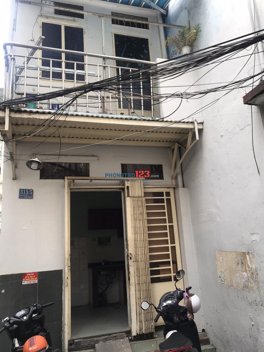 Cho thuê Nhà NC 1 trệt 1 lầu tại 313/5 Nguyễn Duy Dương P4 Q10 giá 9tr/th