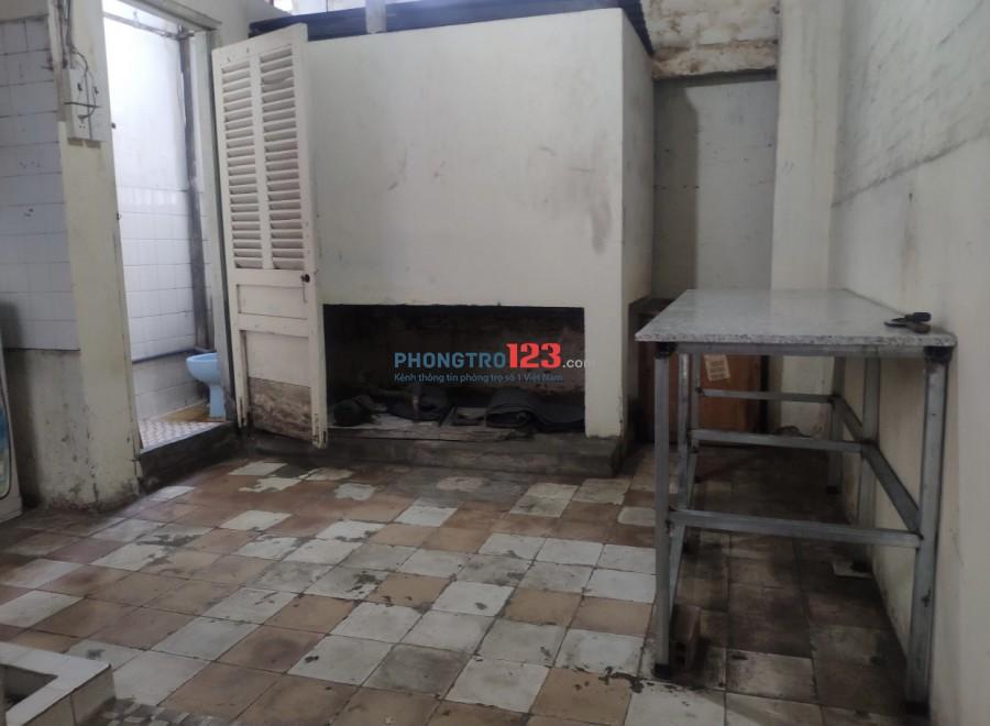 Cho thuê lầu 4 DT 4x18 nhà mặt tiền 52 Bùi Hữu Nghĩa P5 Q5 giá 6tr/th