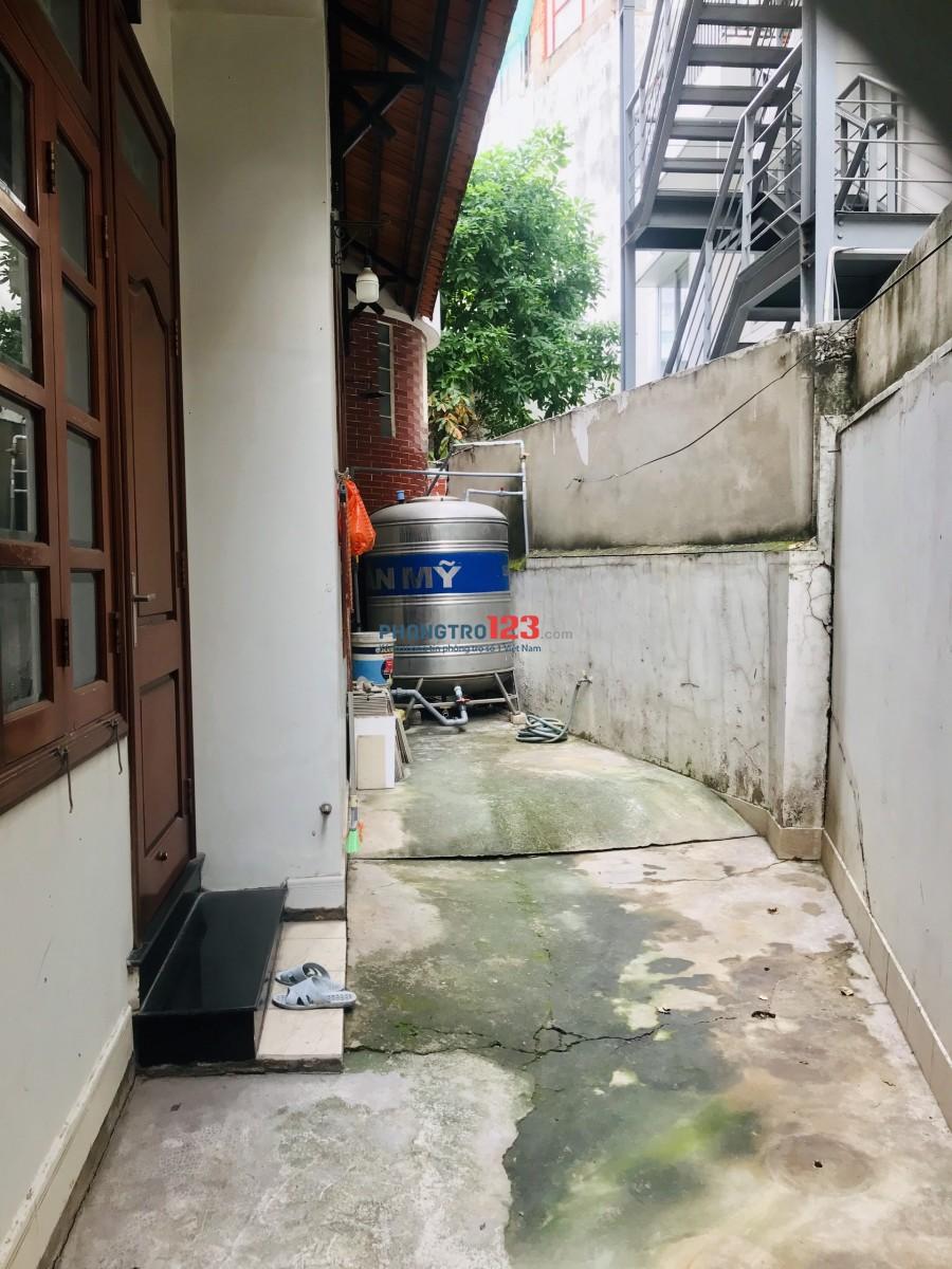 Cho thuê nhà nguyên căn sạch đẹp ở hẻm xe hơi (thông) Q. Bình Thạnh, gần bến xe miền Đông.