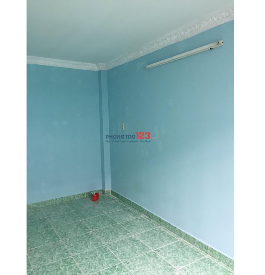 Cho thuê phòng trọ 10m2 có cửa sổ rộng, wc chung ngay bên ngoài phòng. gần Q1 giá chỉ 2tr/tháng
