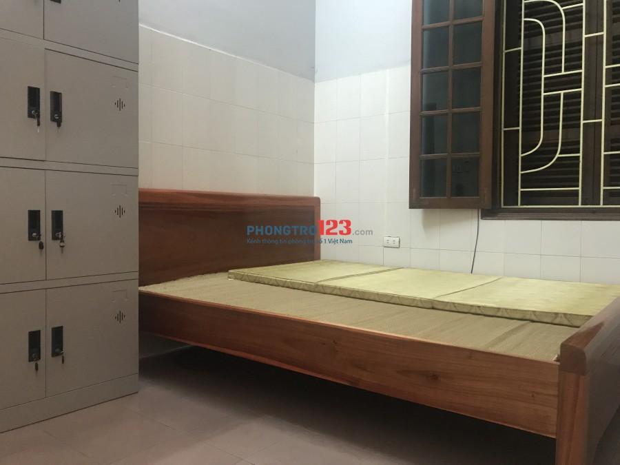 Cho thuê phòng trọ khép kín 17m2, đầy đủ tiện nghi: tủ lạnh, điều hoà, bình nóng lạnh, nhà vệ sinh riêng biêt