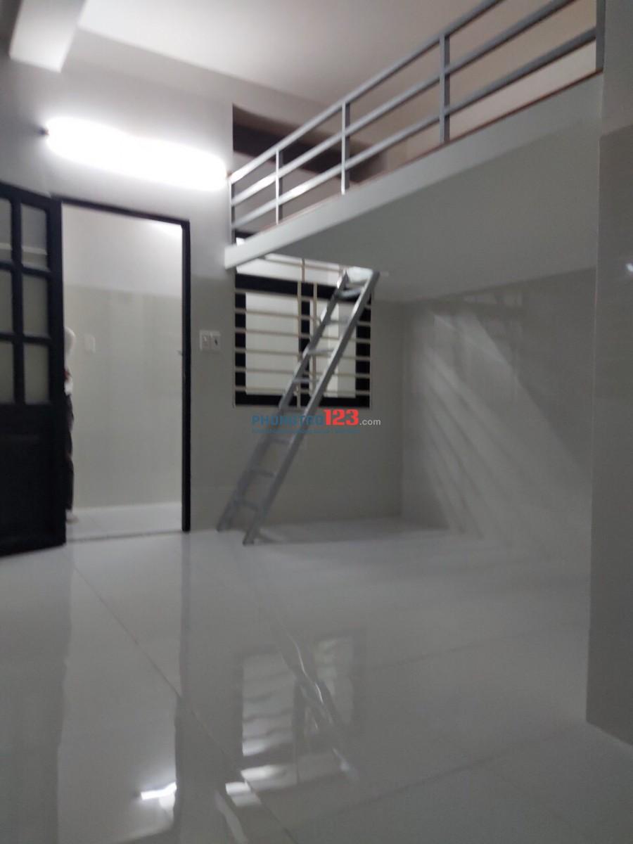 máy lạnh ,thang máy ,gác 35m2 tân kì tân quý