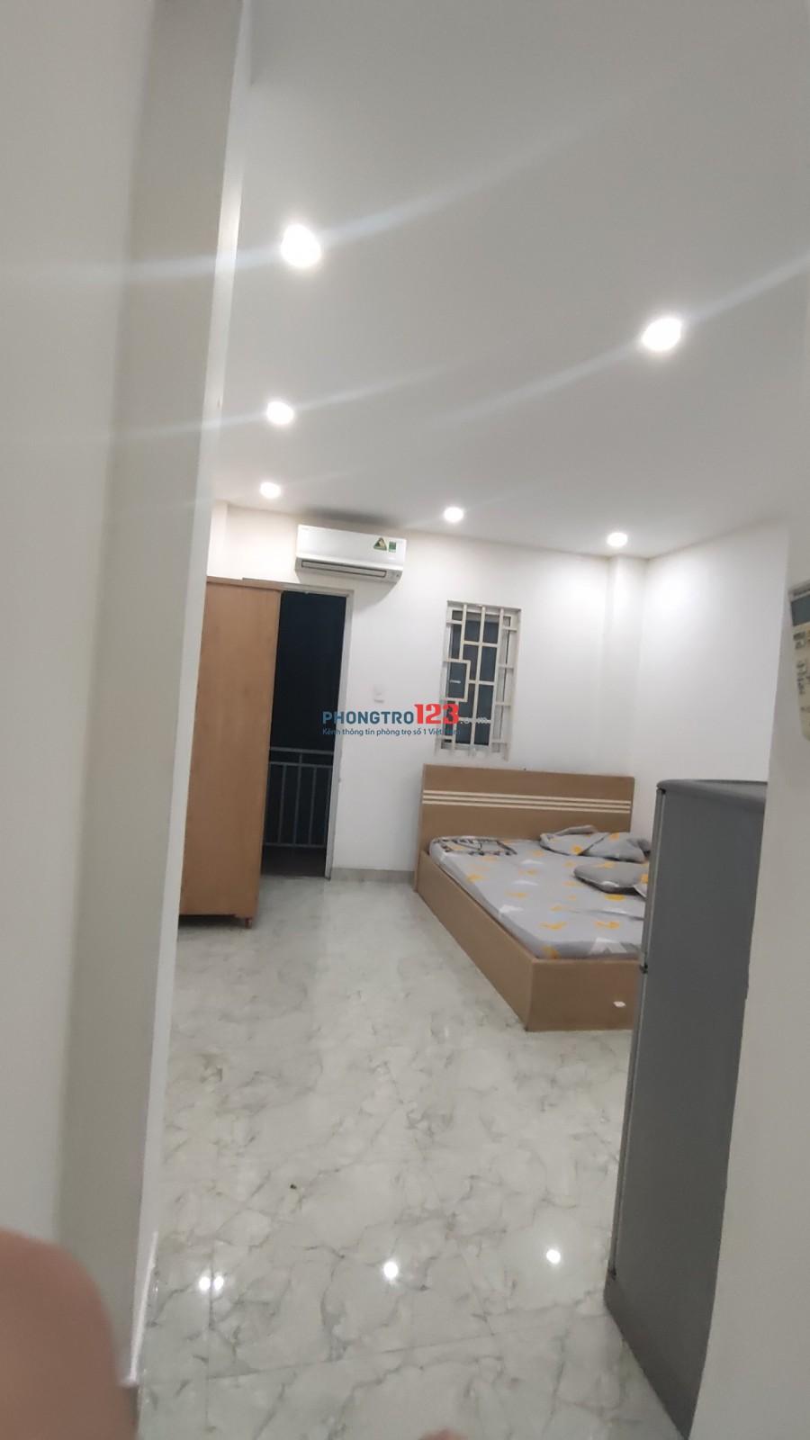 Cho thuê phòng trọ tầng trệt đường Nguyễn Cửu Vân ngay ĐH Hồng Bàng, giá chỉ 3.8 triệu/tháng , khu văn phòng