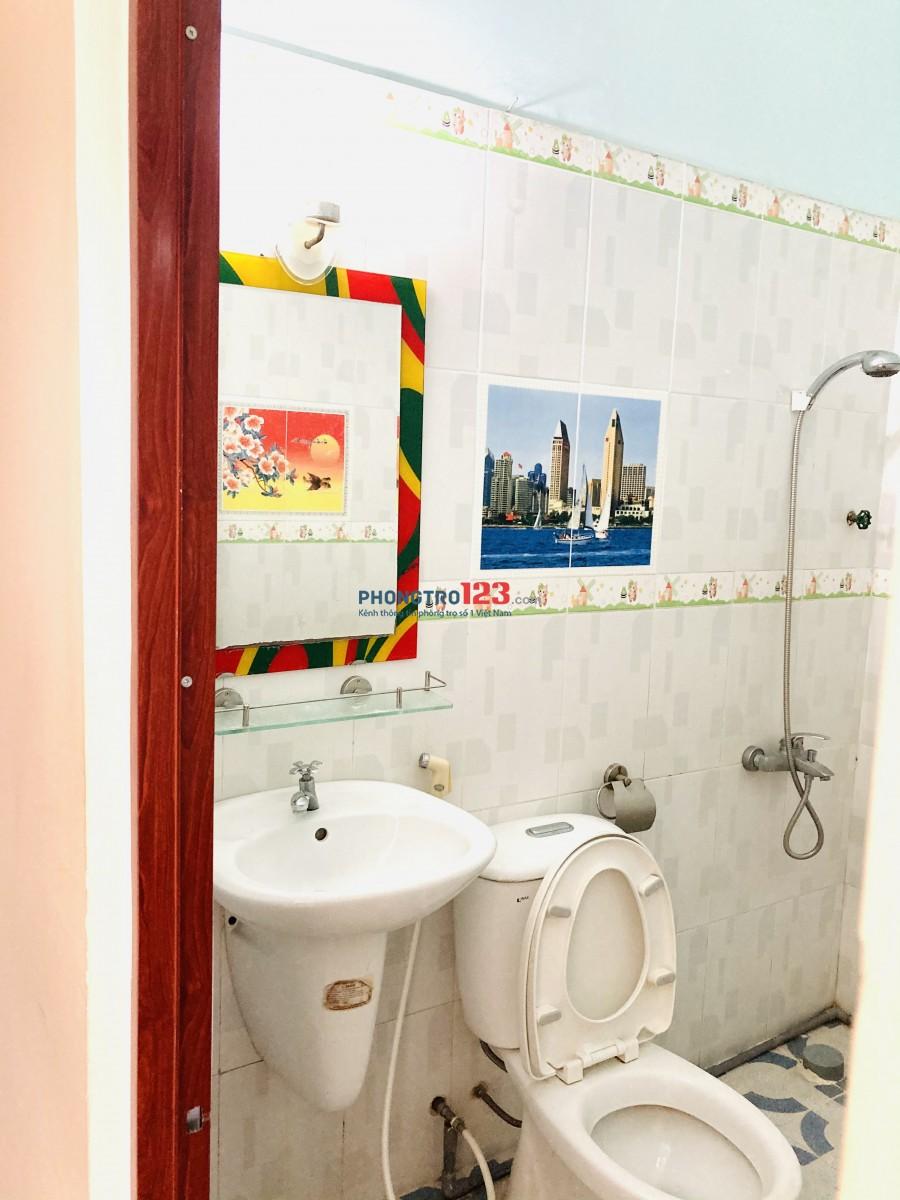 Phòng 25 m2 Cửa Sổ & Ban Công - tại Nguyễn Thượng Hiền Phú Nhuận