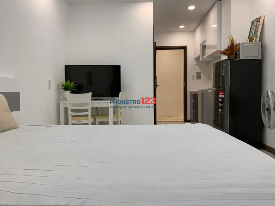 Chính chủ cho thuê căn hộ studio 25-30m2 có ban công đầy đủ nội thất mới 100% tại Bình Trưng Đông, Quận 2