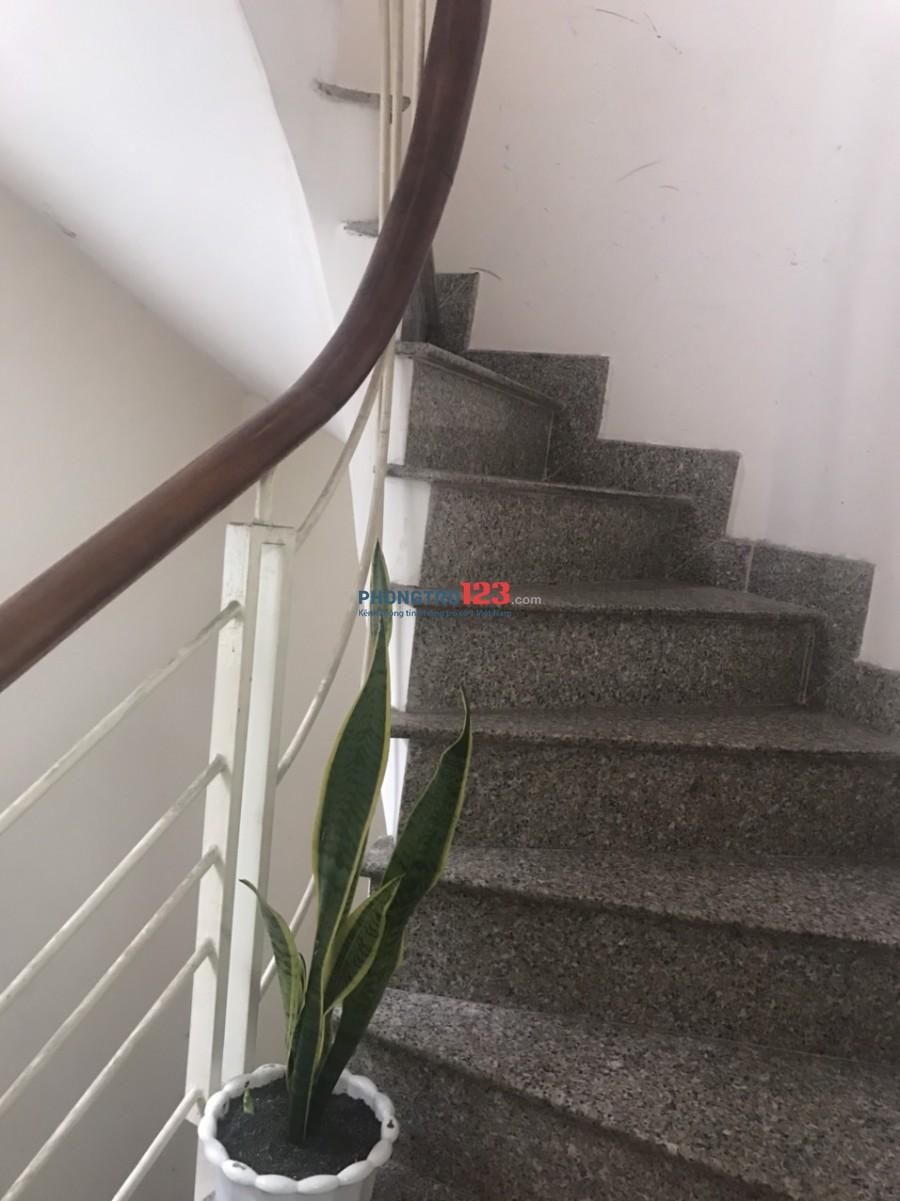 Phòng đủ đồ hẻm xe tải, 20m2 Trần Hưng Đạo, Quận 1